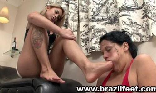 dianas foot gagging brazil feet