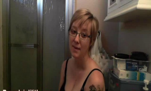 Porcelain Lilith Farting And Pooping (4)