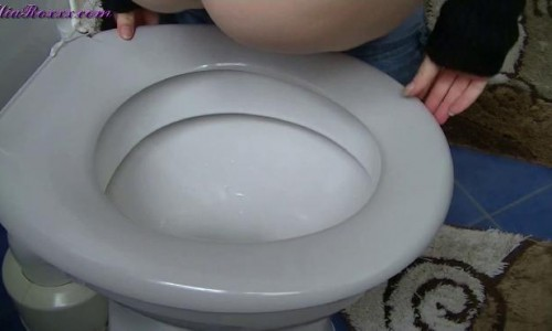 Mia Roxxx (aka Model Skye) Solo Scat Site-rip - The Accident Pooping Milf Collection