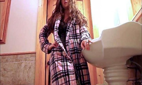 Good Morning Toilet Slave Let Me Wake You With A Nice Drink Of Hot Pee Julie Scat