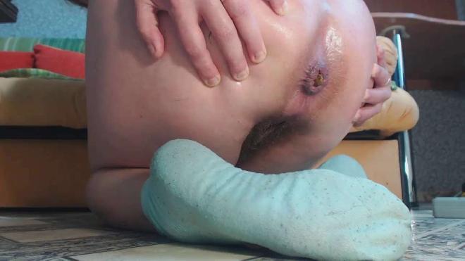 Dirtybarbara - On Blue Socks Shitting